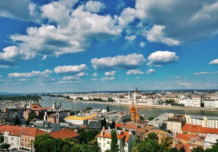 Top-5-Instagram-Places-Budapest-Chain-Bridge-Danube