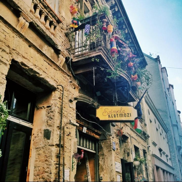 Top-5-Instagram-Places-Budapest-Ruin-Bar-Szimpla-Kert